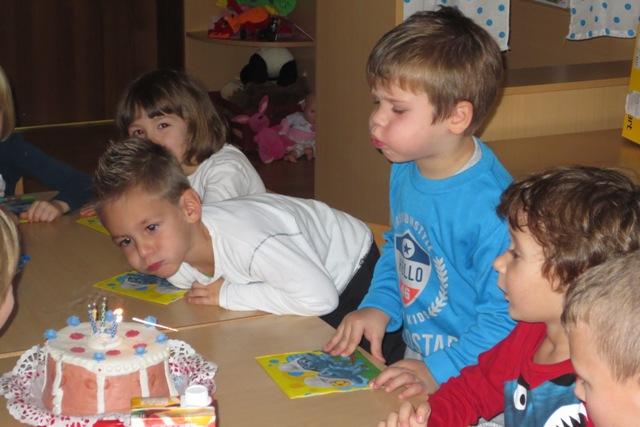 8.12.2014DRUŽENJE Z VVZ ORMOŽ-Praznovanje Denisovega rojstnega dnejpg 26